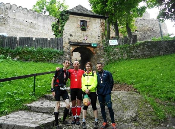 08b.przed bramą zamku chojnik